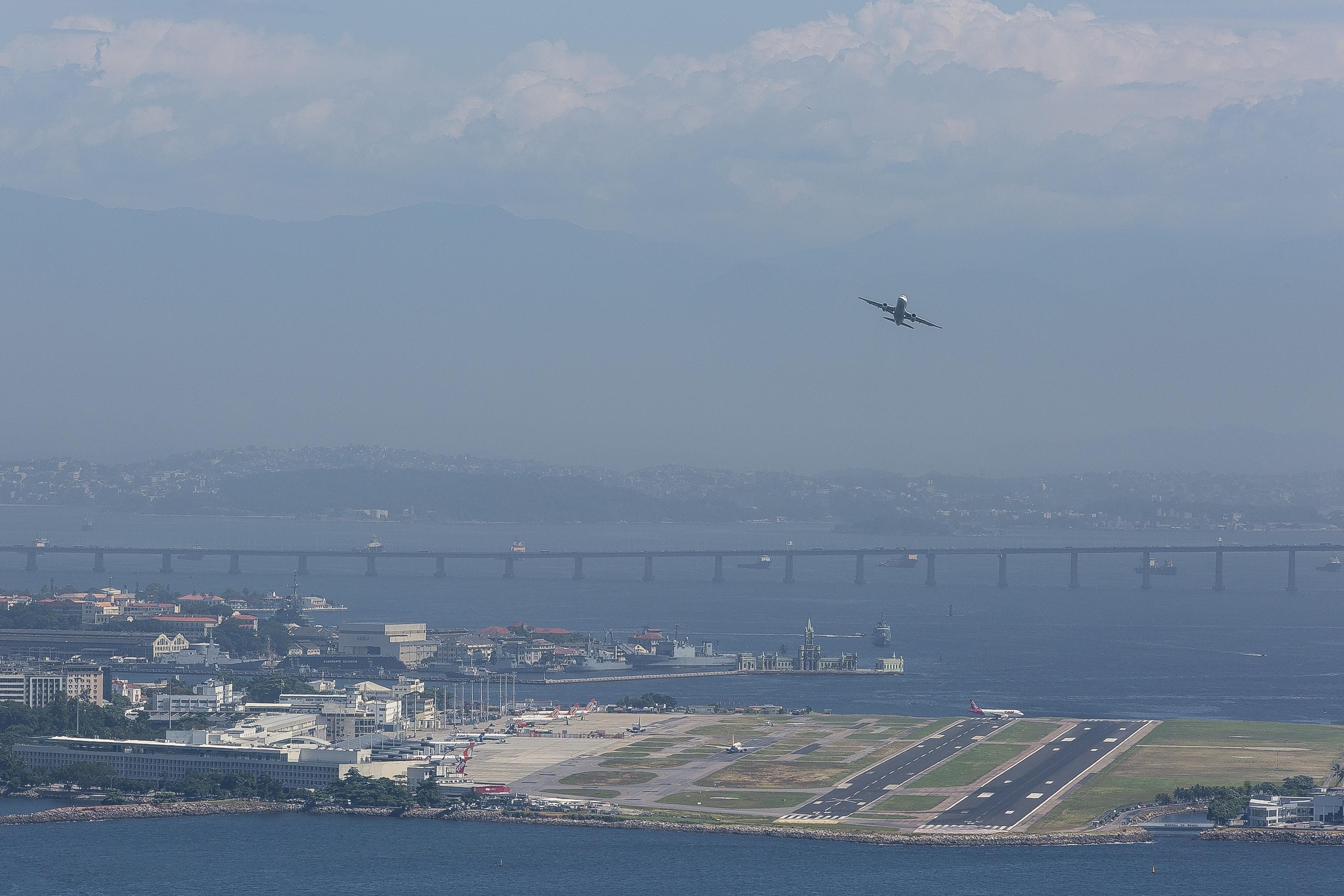 Aeroporto Santos Dumont : File aeroporto santos dumont by diego baravelli g