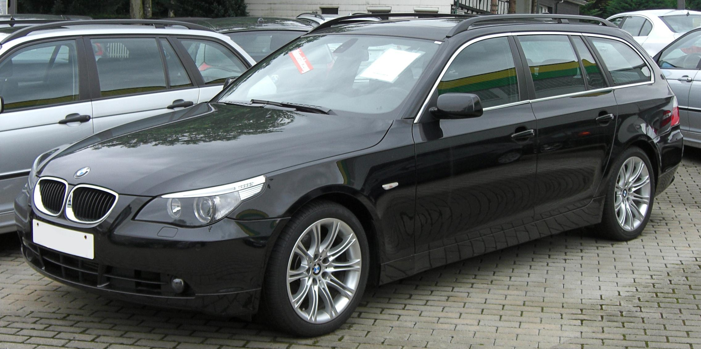 file bmw 5er touring e61 front jpg wikimedia commons. Black Bedroom Furniture Sets. Home Design Ideas
