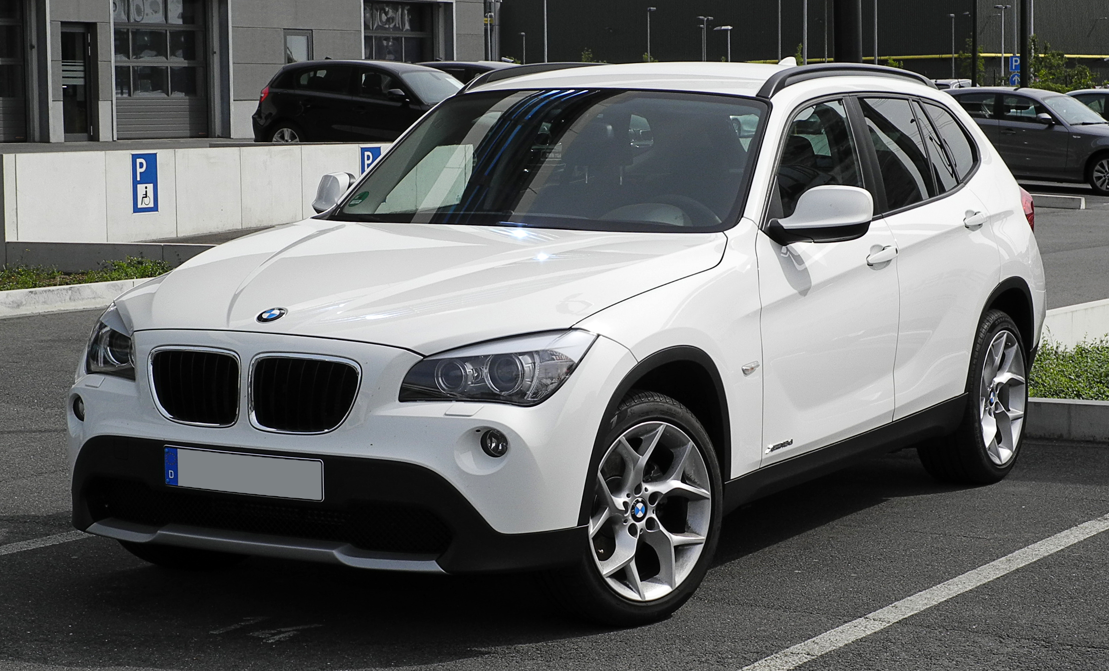 file bmw x1 xdrive18d e84 frontansicht 12 juni 2011 d wikimedia commons. Black Bedroom Furniture Sets. Home Design Ideas
