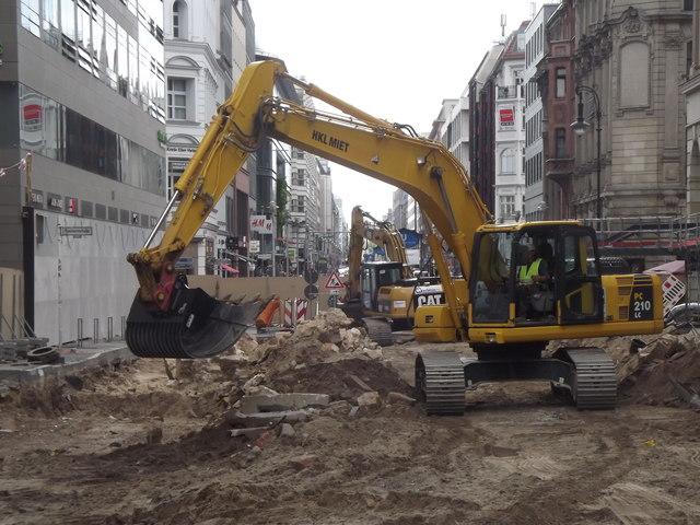 Bagger in der Friedrichstrasse (Digger in Friedrichstrasse) - geo.hlipp.de - 26172.jpg