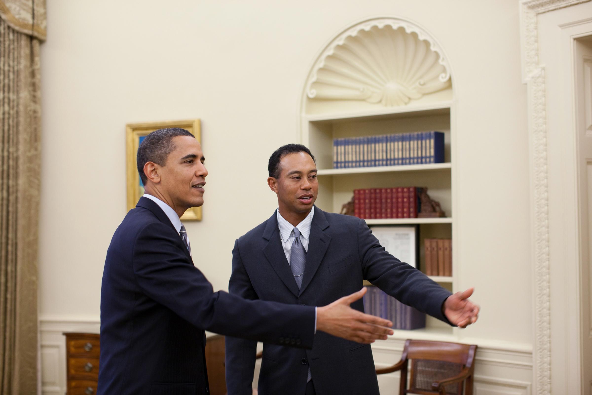 File Barack Obama Tiger Woods In The Oval Office 4 20 09