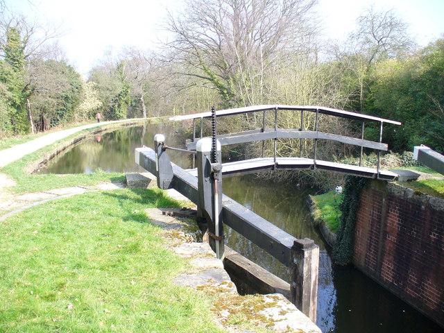 Basingstoke Canal, St John's - geograph.org.uk - 1213844