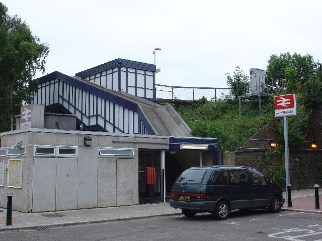 File:Berrylands Station - geograph.org.uk - 21519.jpg