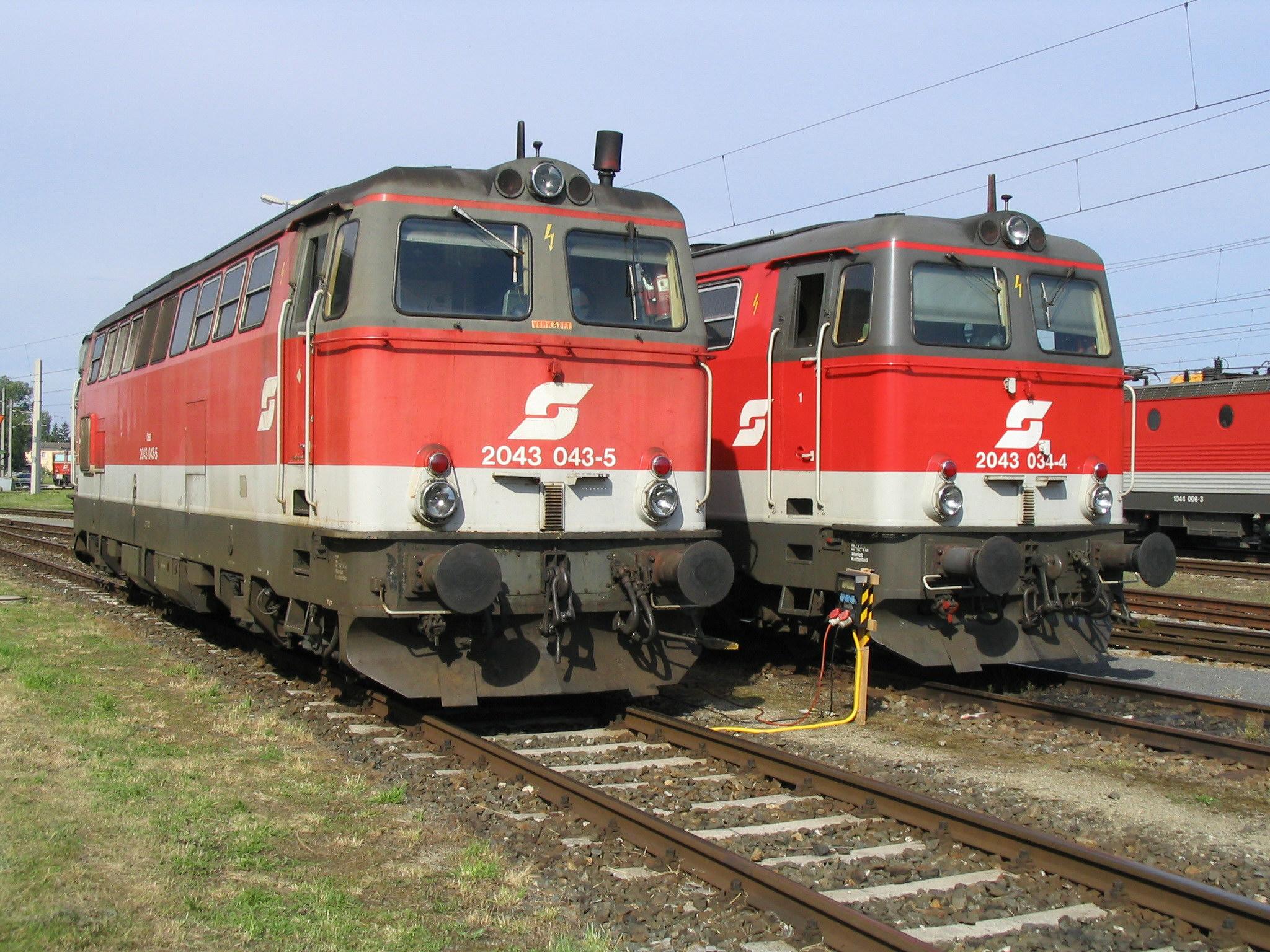 File:Br 2043-Lokomotiven in Wels.jpg