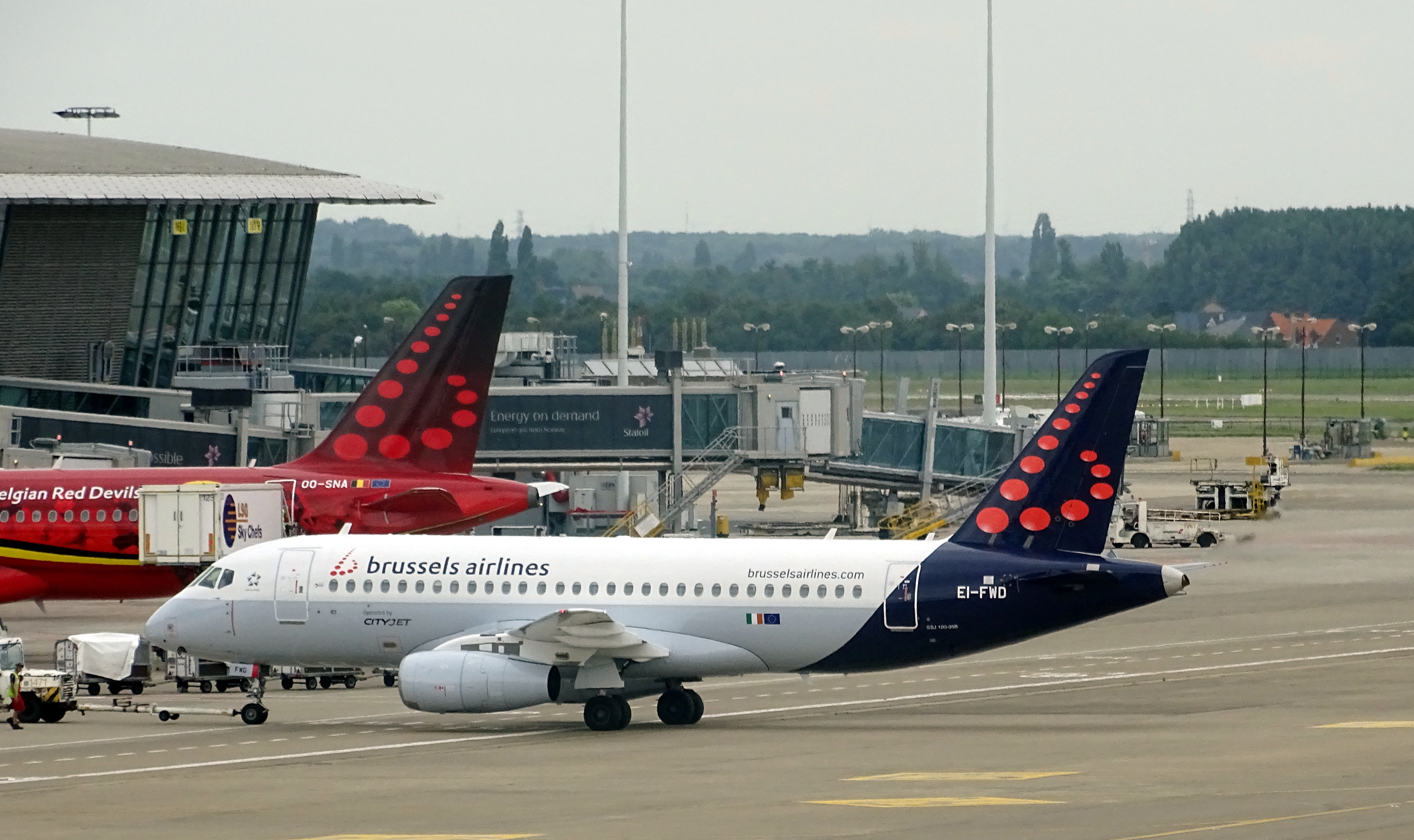 File:Brussels Brussels Airlines Sukhoi Superjet 100-95B EI-FWD.jpg -  Wikimedia Commons