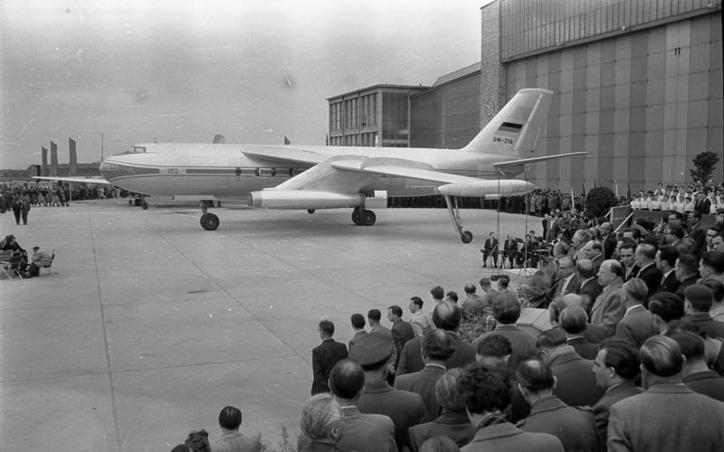 Bundesarchiv Bild 183-54953-0006, Flugzeugwerk Dresden, Flugzeug 152