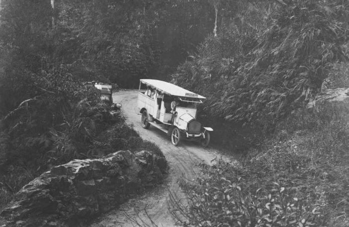 File Collectie Tropenmuseum Autobus Van De Gouvernements Automobieldienst Op De Lijn Sibolga Balige Tmnr 60021703 Jpg Wikimedia Commons