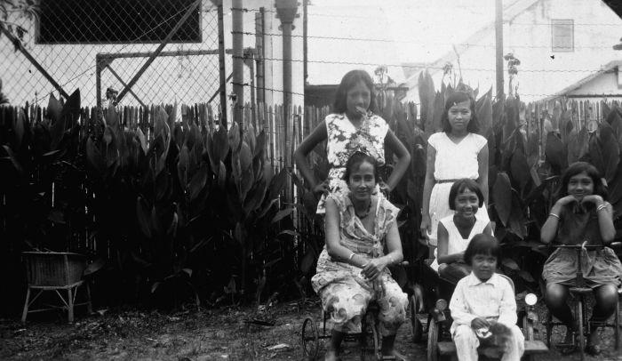 Kumpulan Foto Kehidupan Remaja Indo-Eropa di Batavia Tahun 30 an - Jurukunci4.blogspot.com