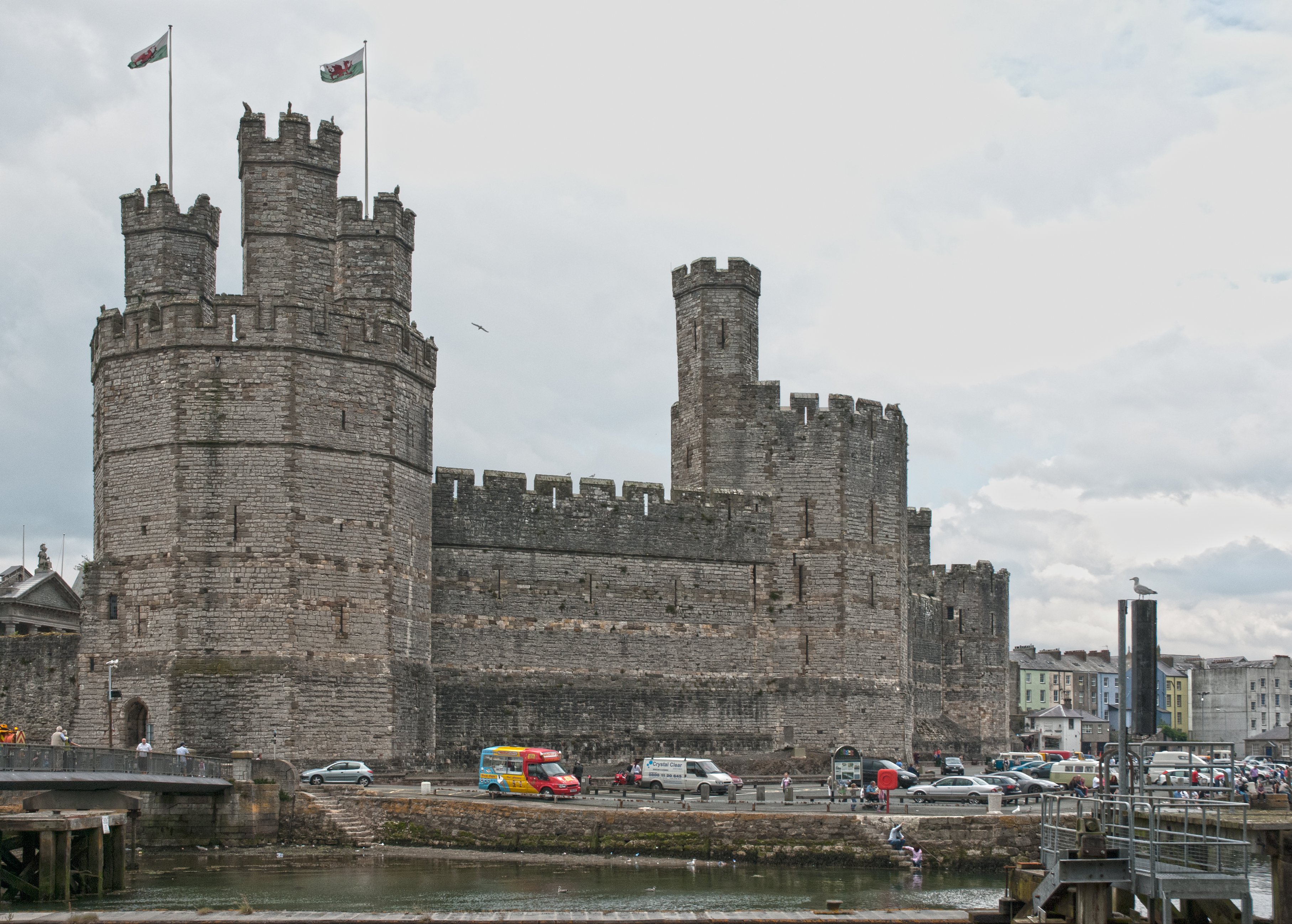 File Caernarfon Castle Wales 8237788732 Jpg Wikimedia