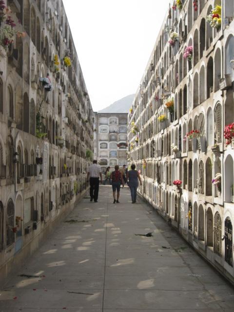 NOUVEAU Défi image classique No 194 - Page 57 Cementerio_el_Angel_%28Lima%29