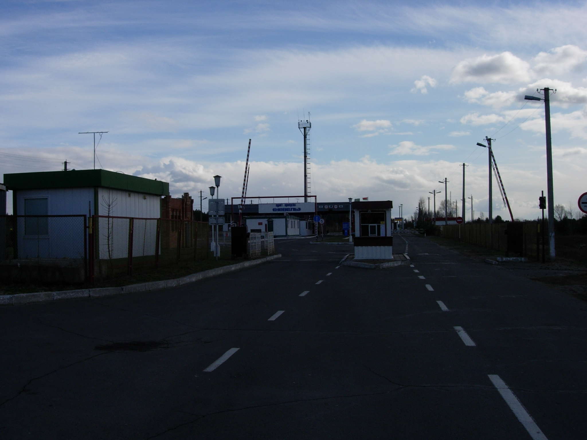 File:Check point «Nevel», Belarus, at state-line with