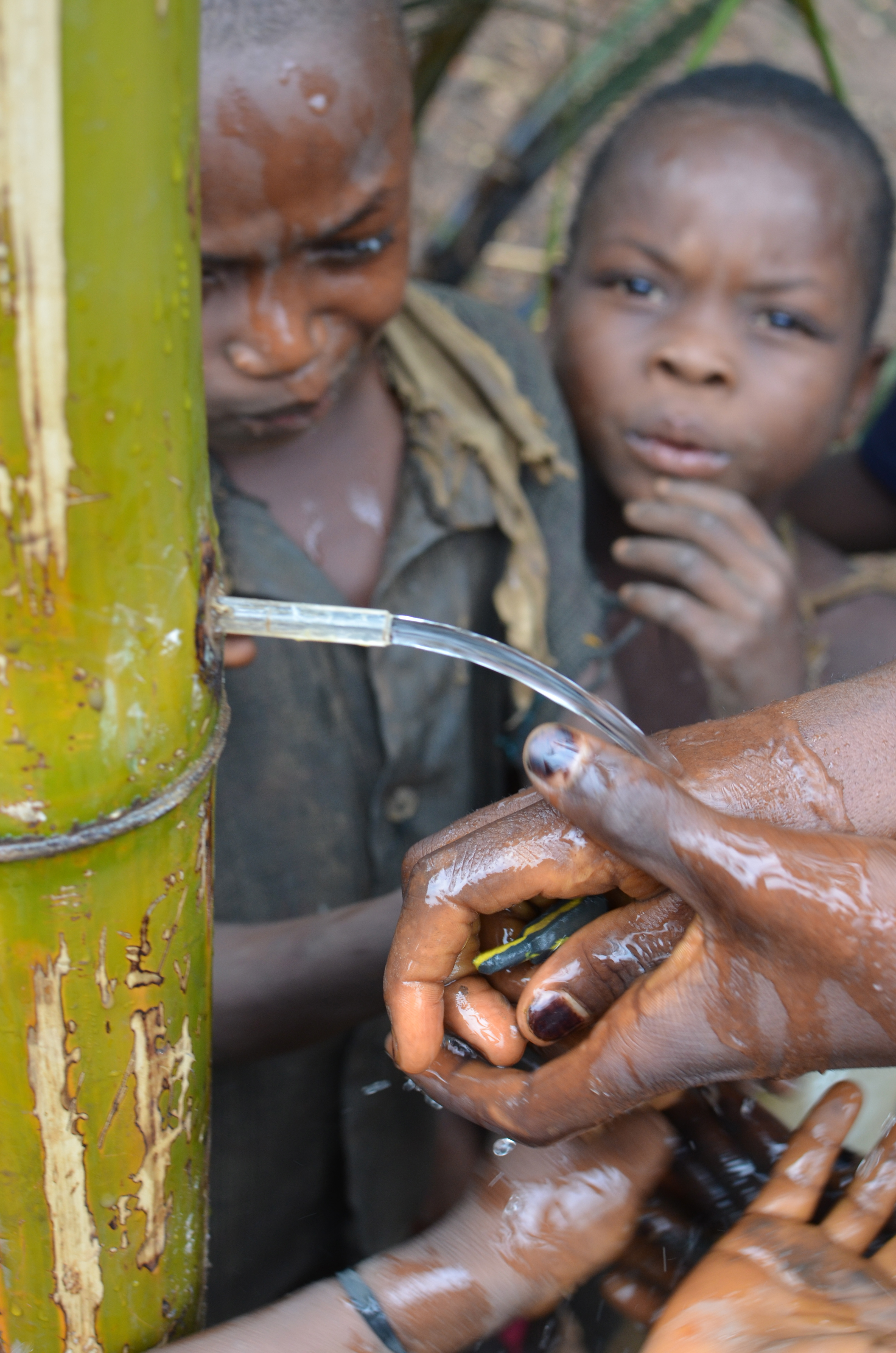Children in Kasai Orientale, DR Congo, washing hands using a low-tech water system (8380385520).jpg