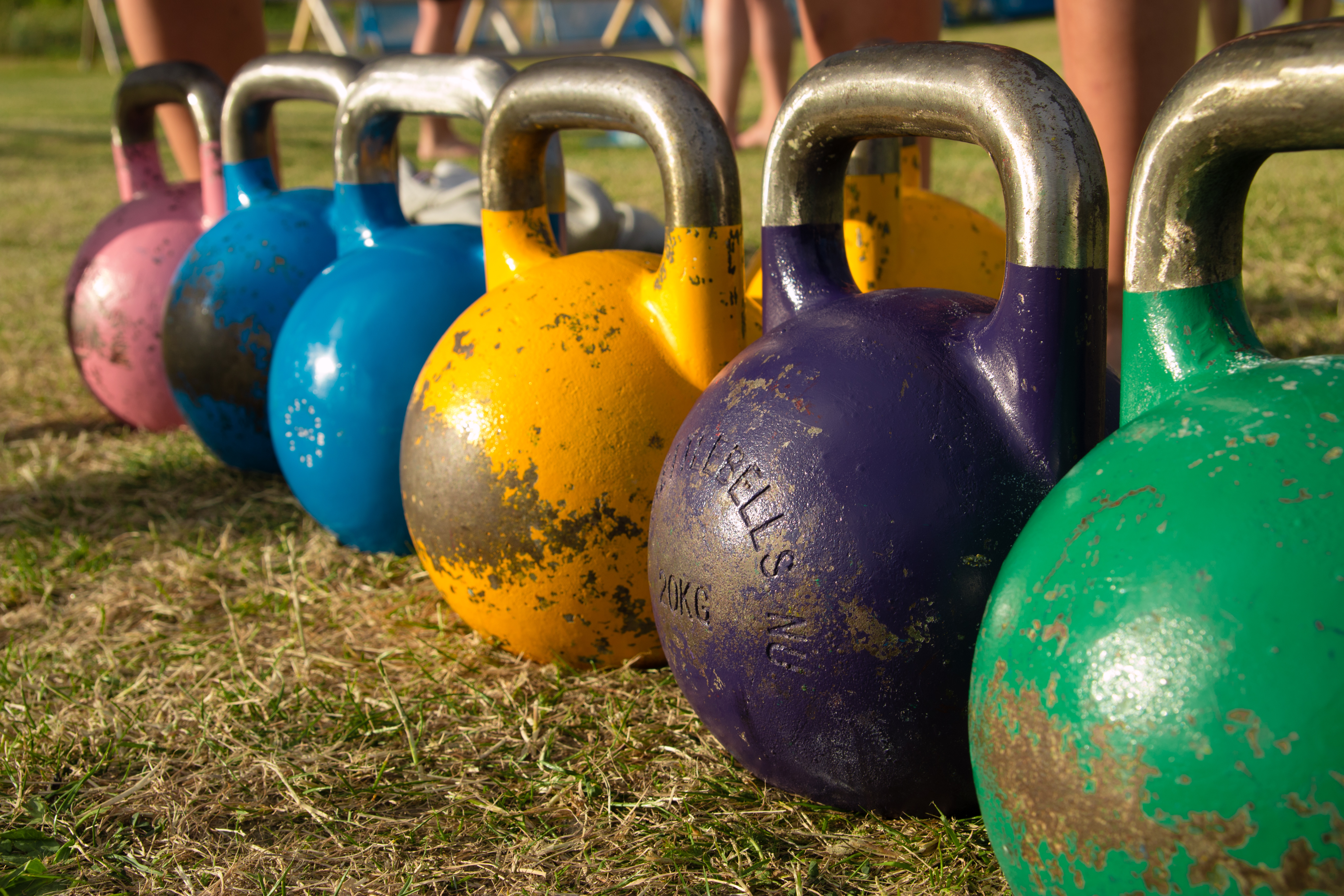 http://upload.wikimedia.org/wikipedia/commons/2/2d/Competition_kettlebells_8-24_kilos.jpg