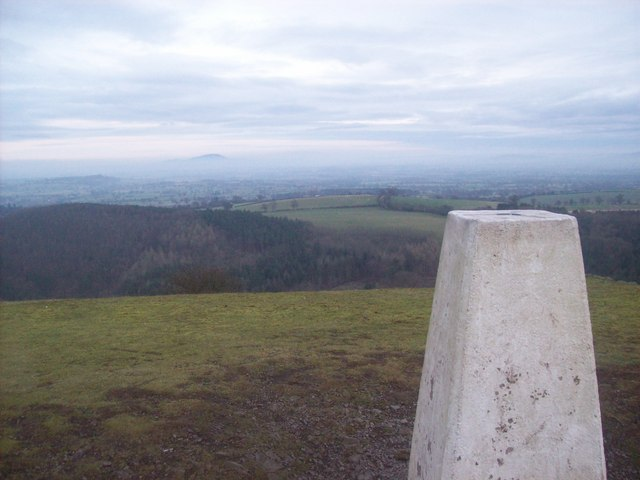 Earls hill triangulation pillar - geograph.org.uk - 763690