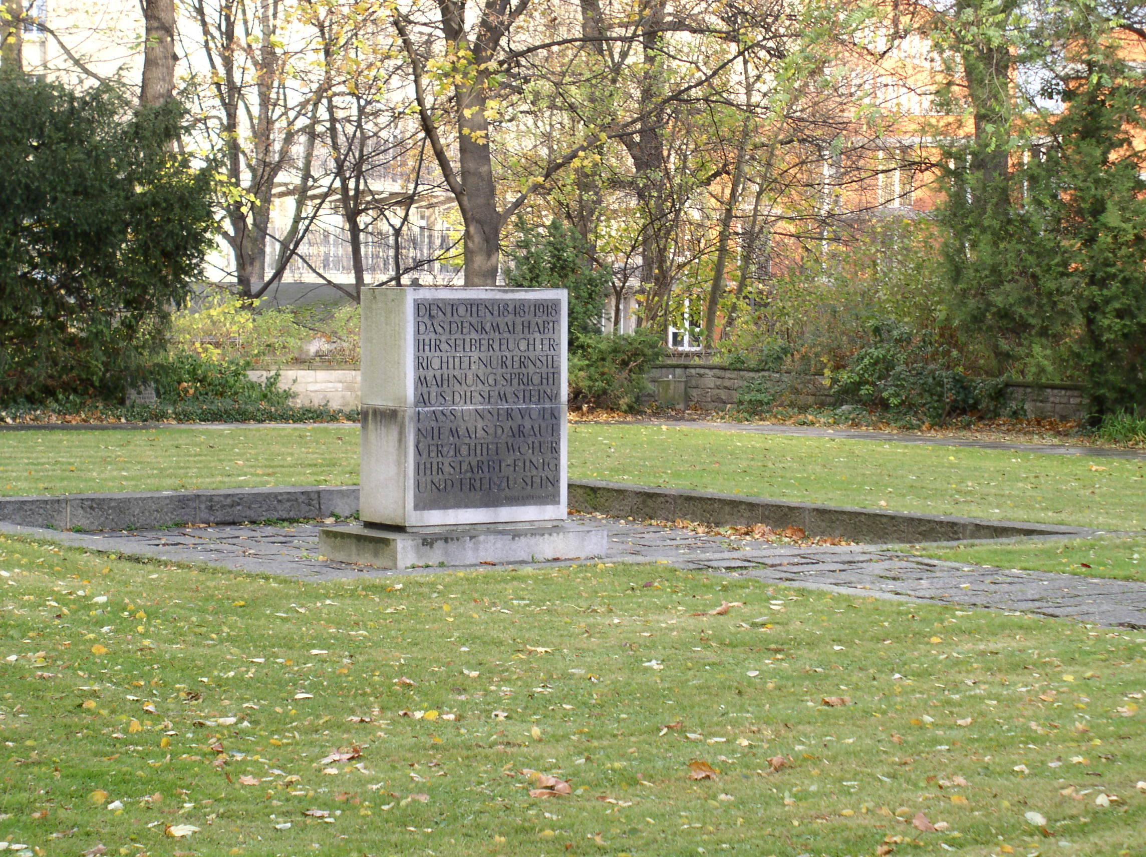 Friedhof der M#ärzgefallenen 1848 - Gedenkstein - Quelle: WikiCommons