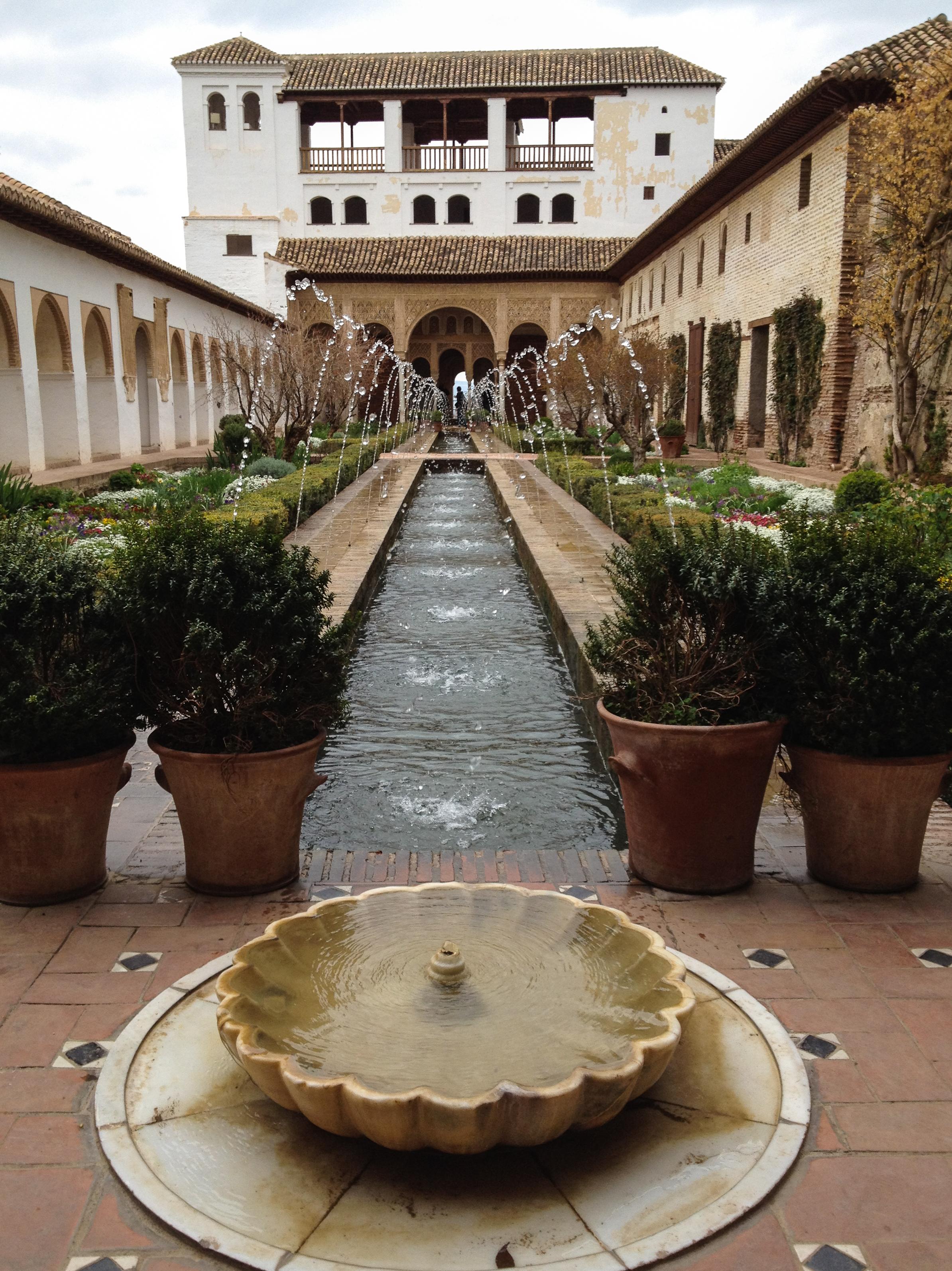 File:Generalife gardens in Alhambra, Granada (6922912184).jpg