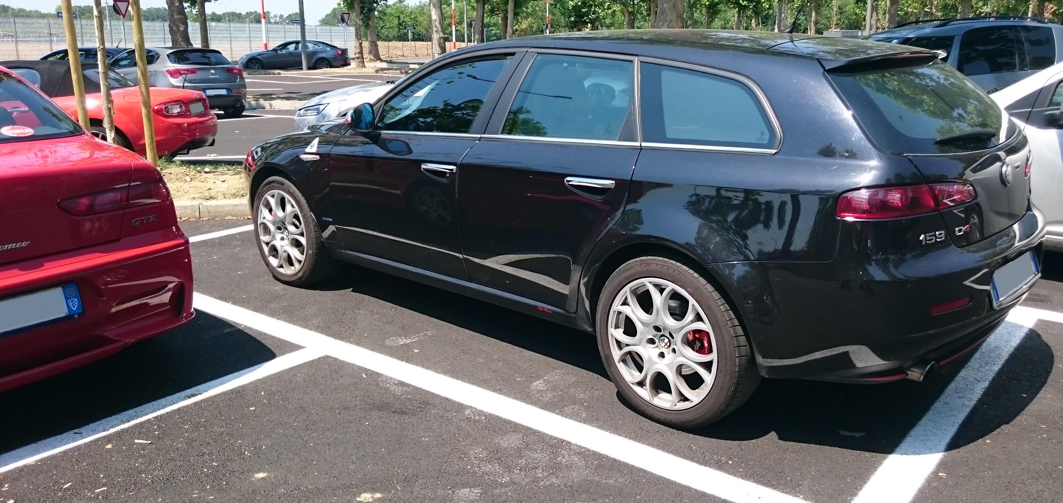 file:italy - alfa romeo 159 sportwagon station wagon out of museo
