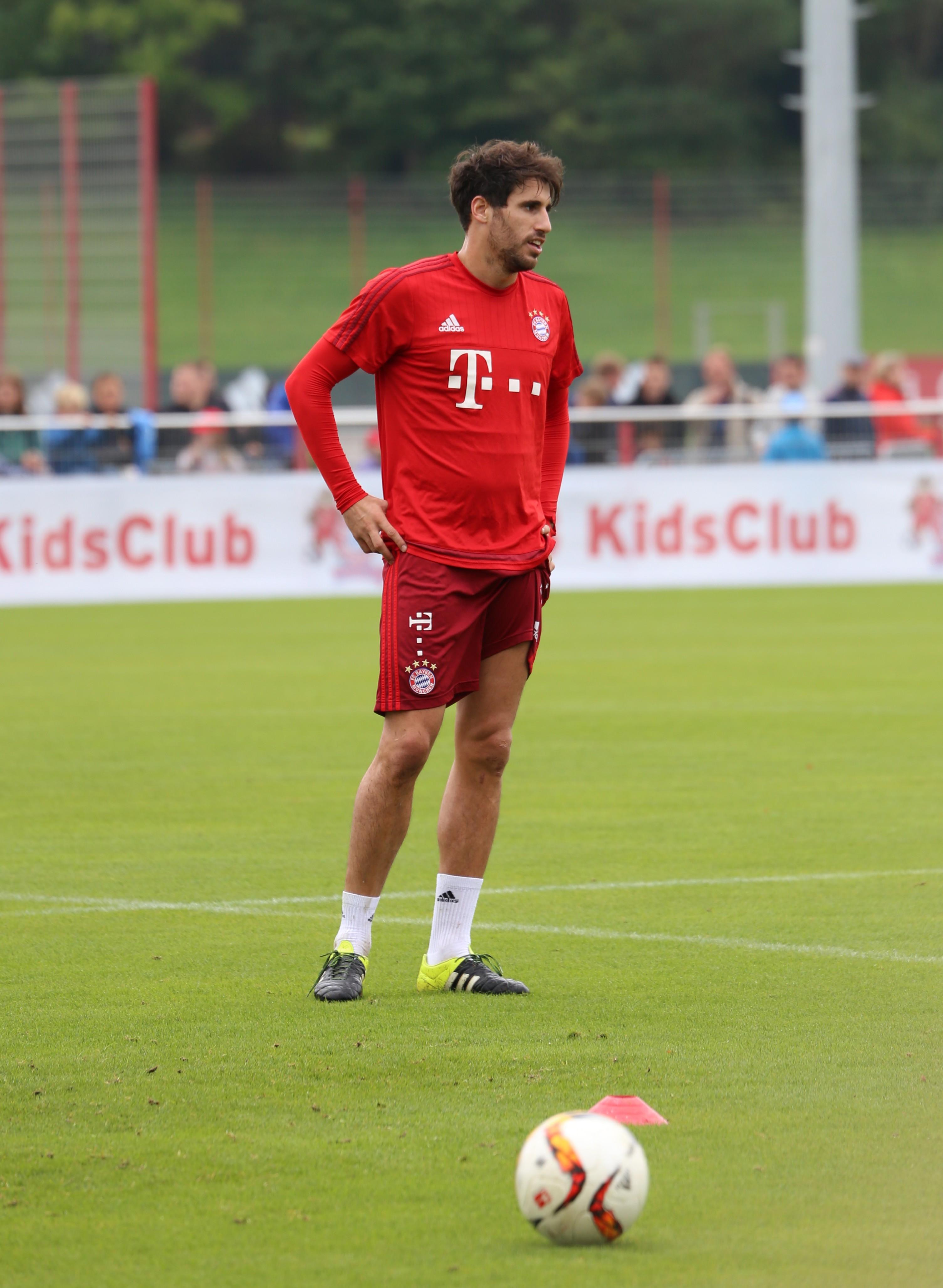 File Javi Martinez Training FC Bayern München 6 Wikimedia