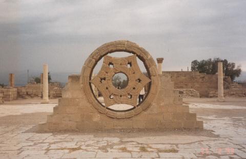 صور من اهم الاثار في فلسطين الحبيبه..! Jerico_hisham1.jpg