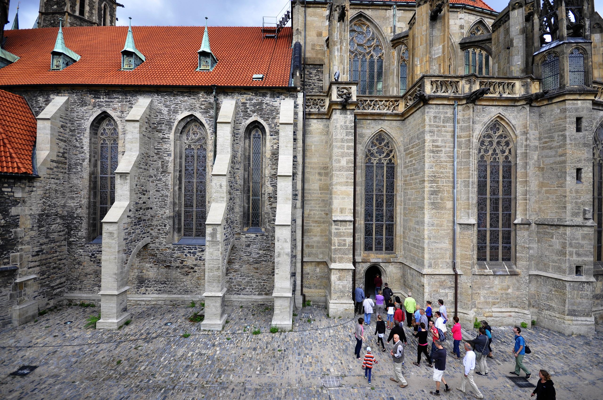 Kolín, kostel sv. Bartoloměje od jihu (EHD 2015).jpg
