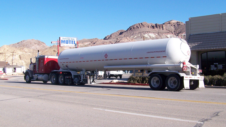 File:LPG tank truck on US 95.jpg - Wikimedia Commons
