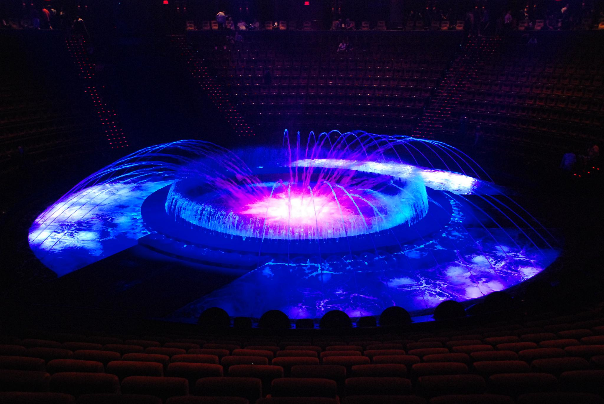 Le_Reve_Theater_at_the_Wynn_(end_of_the_show)