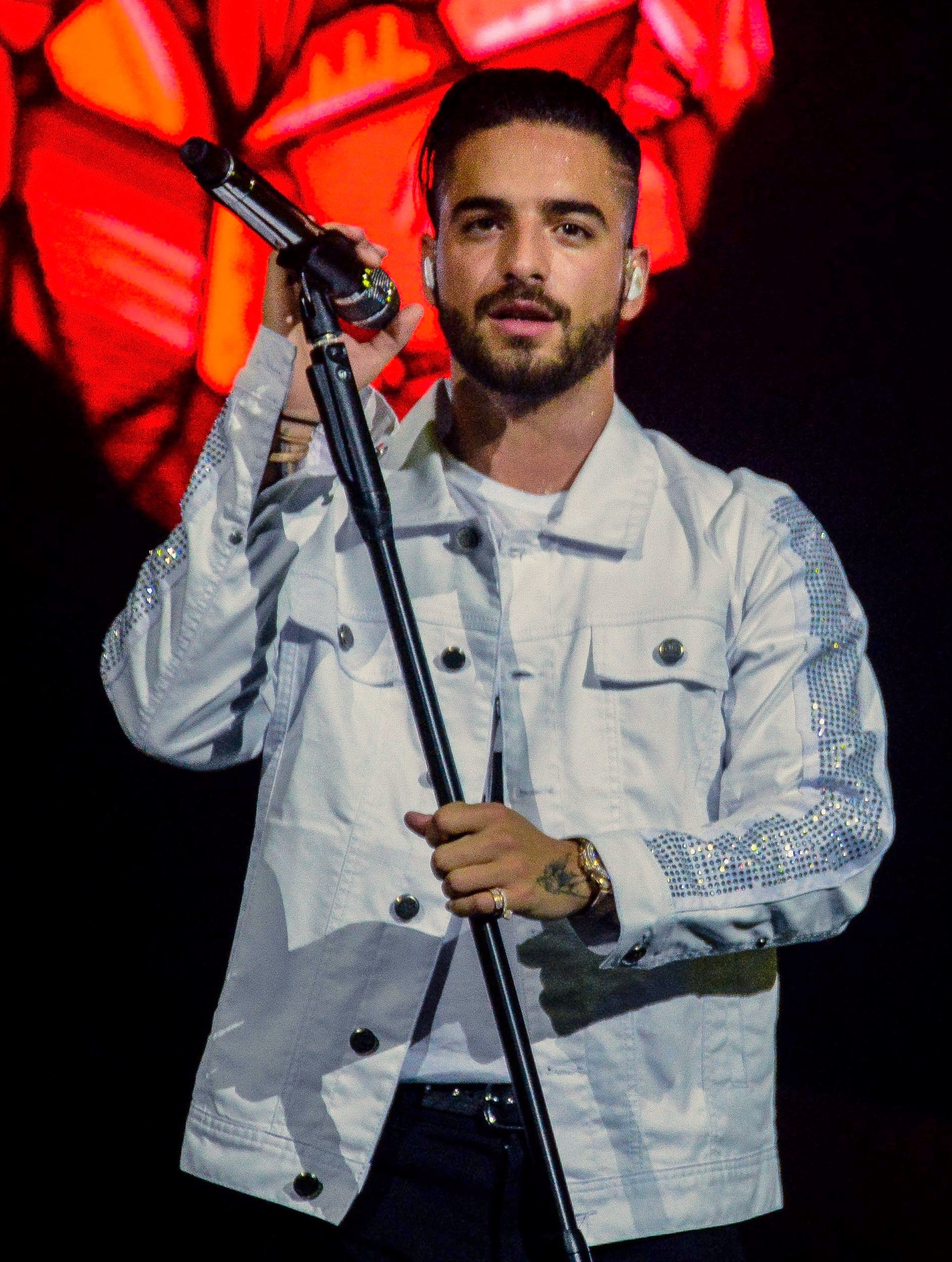 Maluma performing in [[São Paulo]], during his [[Pretty Boy, Dirty Boy World Tour|first world tour]] in November 2017