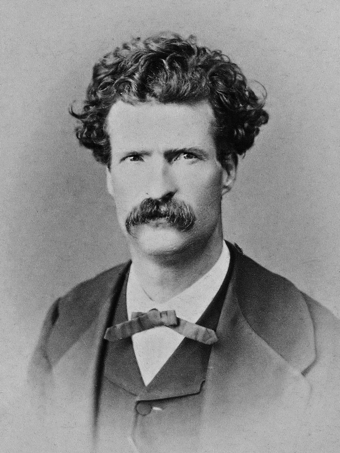 Mark Twain in 1867. Abdullah frères [Public domain], via Wikimedia Commons