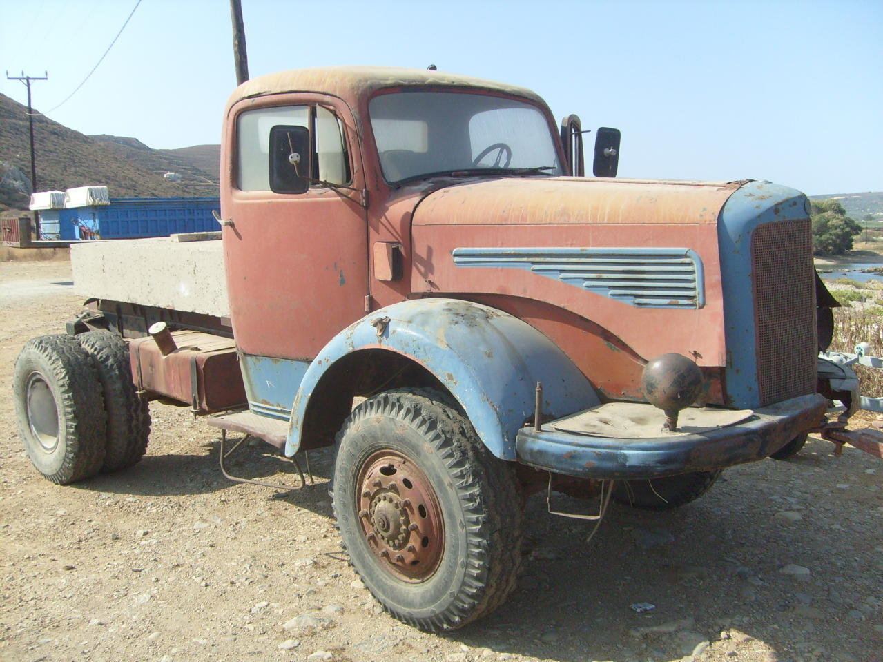 Antique Big Trucks Sale http://dreamwallpepers.blogspot.com/2012/07/old-trucks-for-sale.html