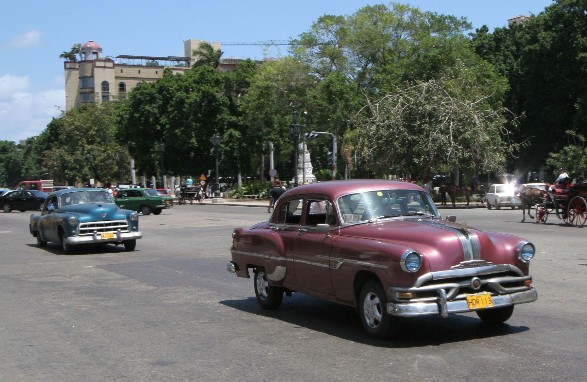 File:Old US cars in Havana - Flickr - exfordy (3).jpg - Wikimedia ...