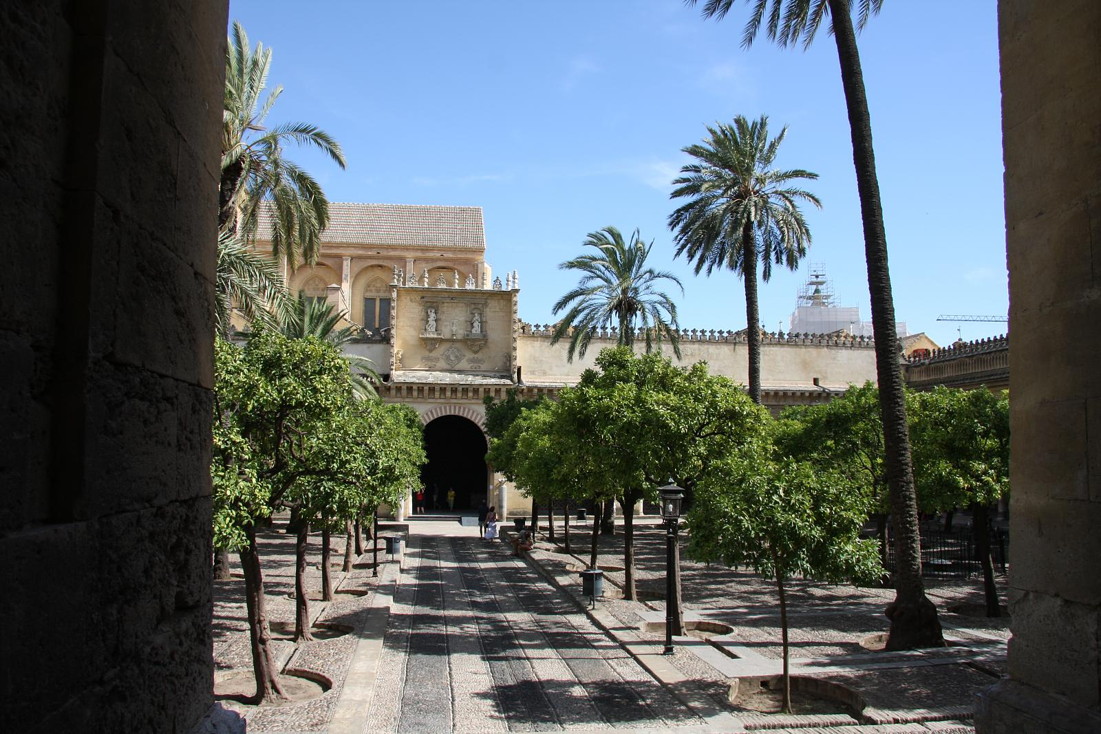 File:Patio de los Naranjos, Mezquita de Córdoba.jpg ...