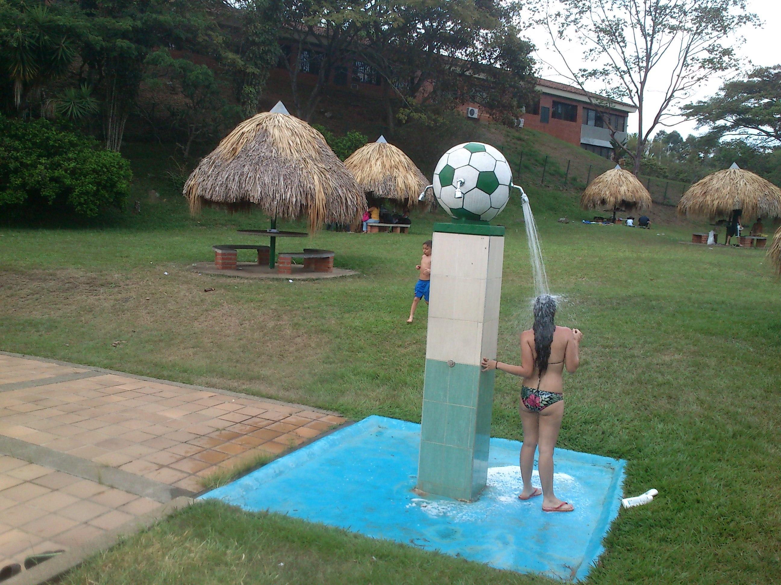 File piscina ni os sede campestre 03 jpg wikimedia commons for Piscina plastico ninos