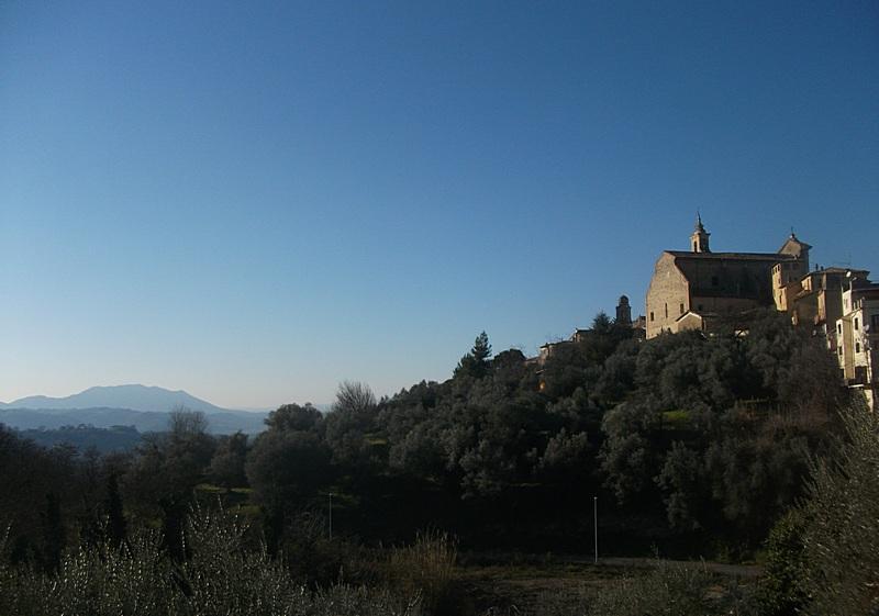 File:Poggio Mirteto-Panorama sul Monte Soratte.jpg