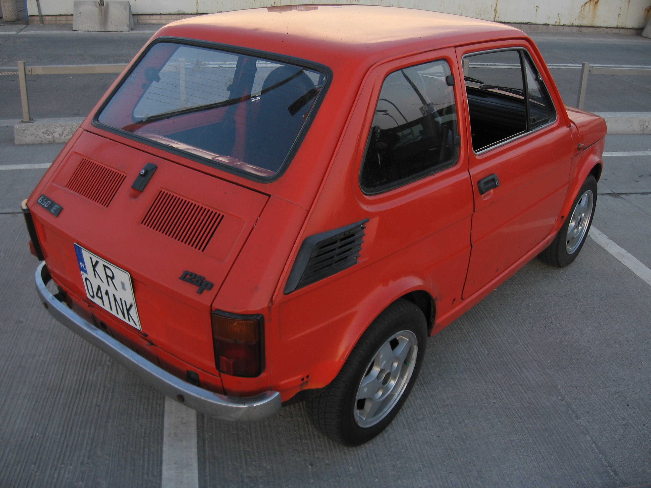 file polski fiat 126p fl 650e on a parking lot of the krakow central station 3 jpg wikimedia commons wikimedia commons