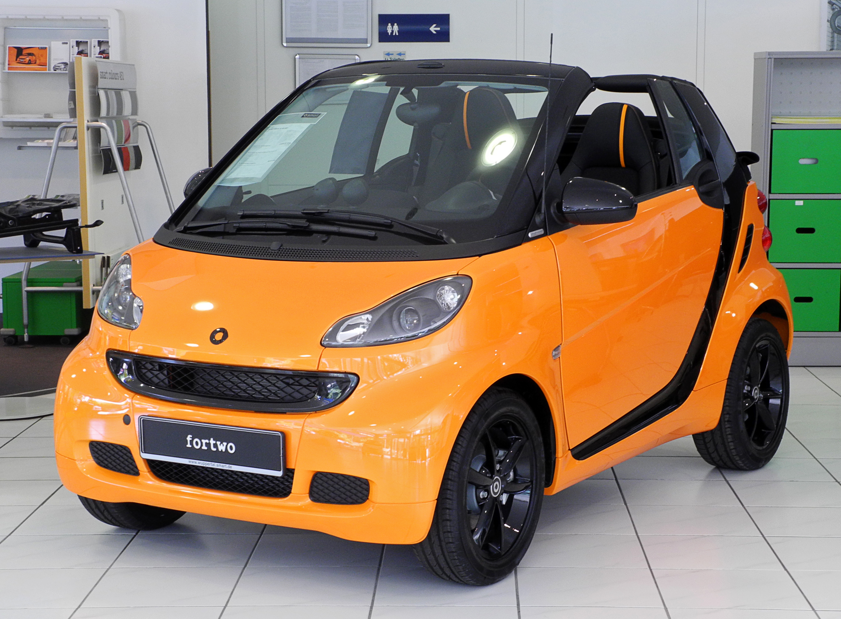 file smart fortwo cabriolet 1 0 mhd nightorange a 451 facelift frontansicht 4 juni 2011. Black Bedroom Furniture Sets. Home Design Ideas