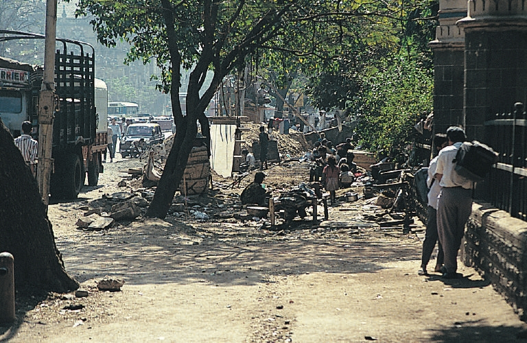File:Street dwellers in Mumbai.jpeg