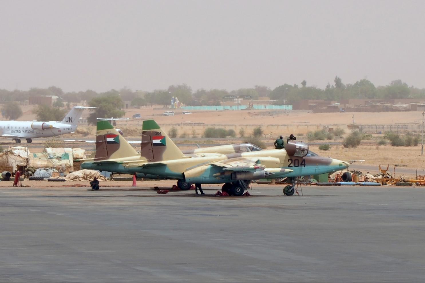 صفقه مقاتلات Su-25 للعراق .......متجدد  - صفحة 18 Sudanese_Air_Force_Sukhoi_Su-25_Onyshchenko-1