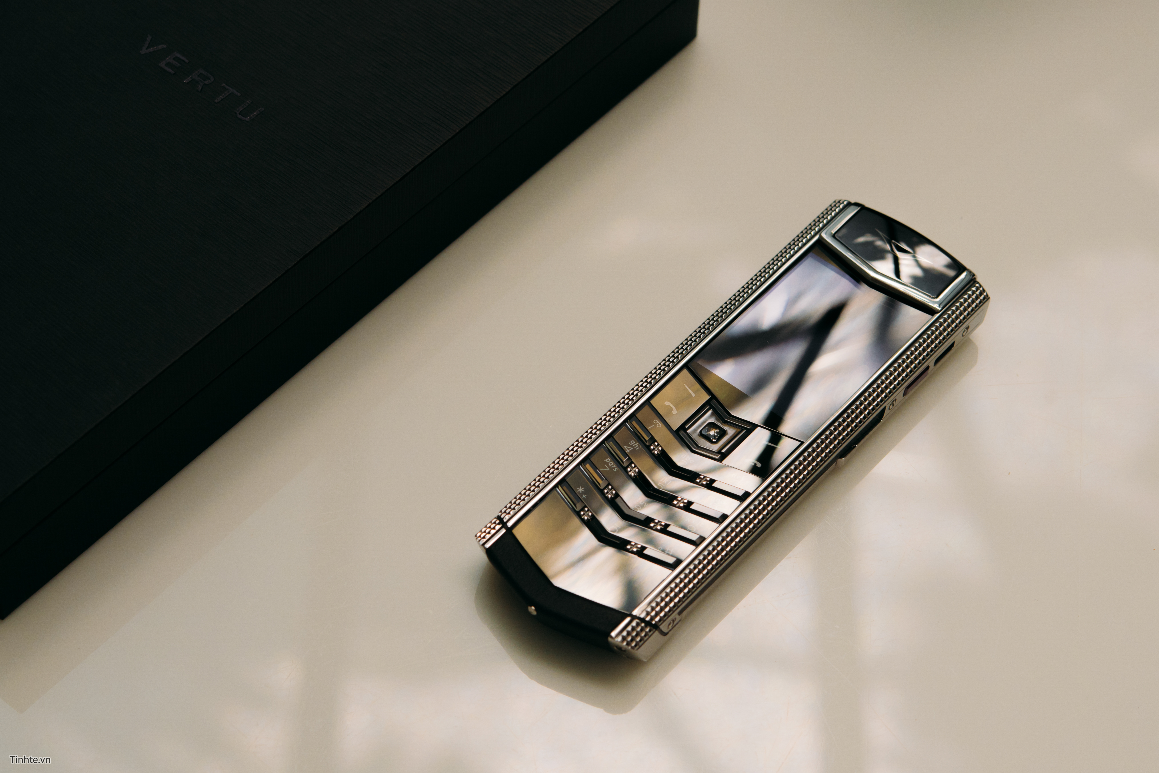 Vertu Aster P brings the company back from the dead - 9to5Google | 2708x4057