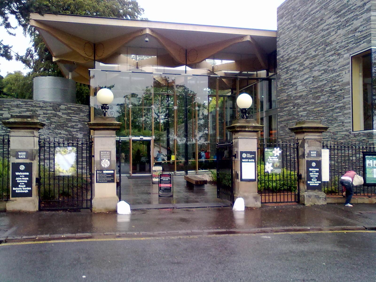 File:West Gate Entrance To Edinburghu0027s Royal Botanic Gardens 01