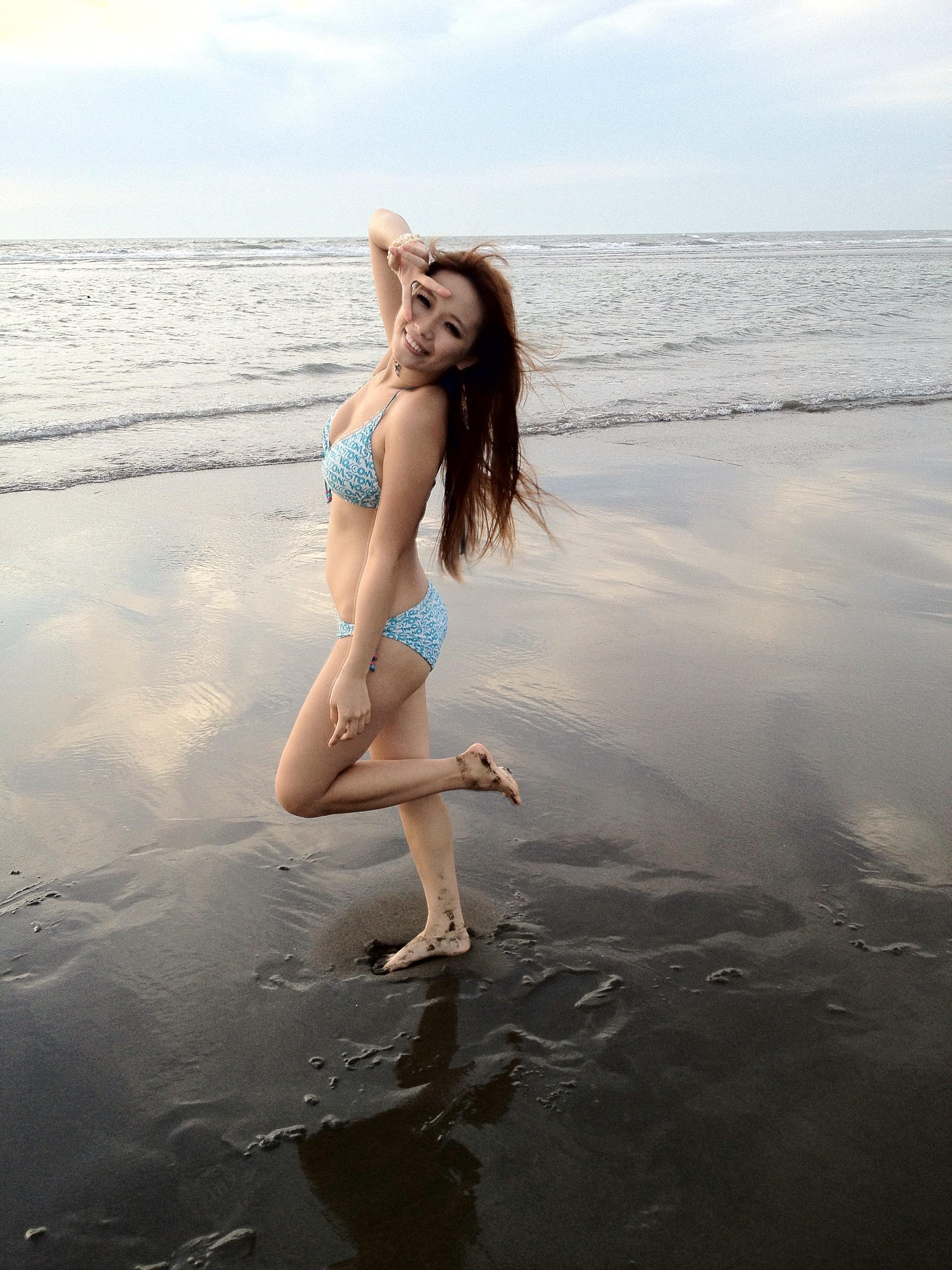 Woman Wearing Bikini 18