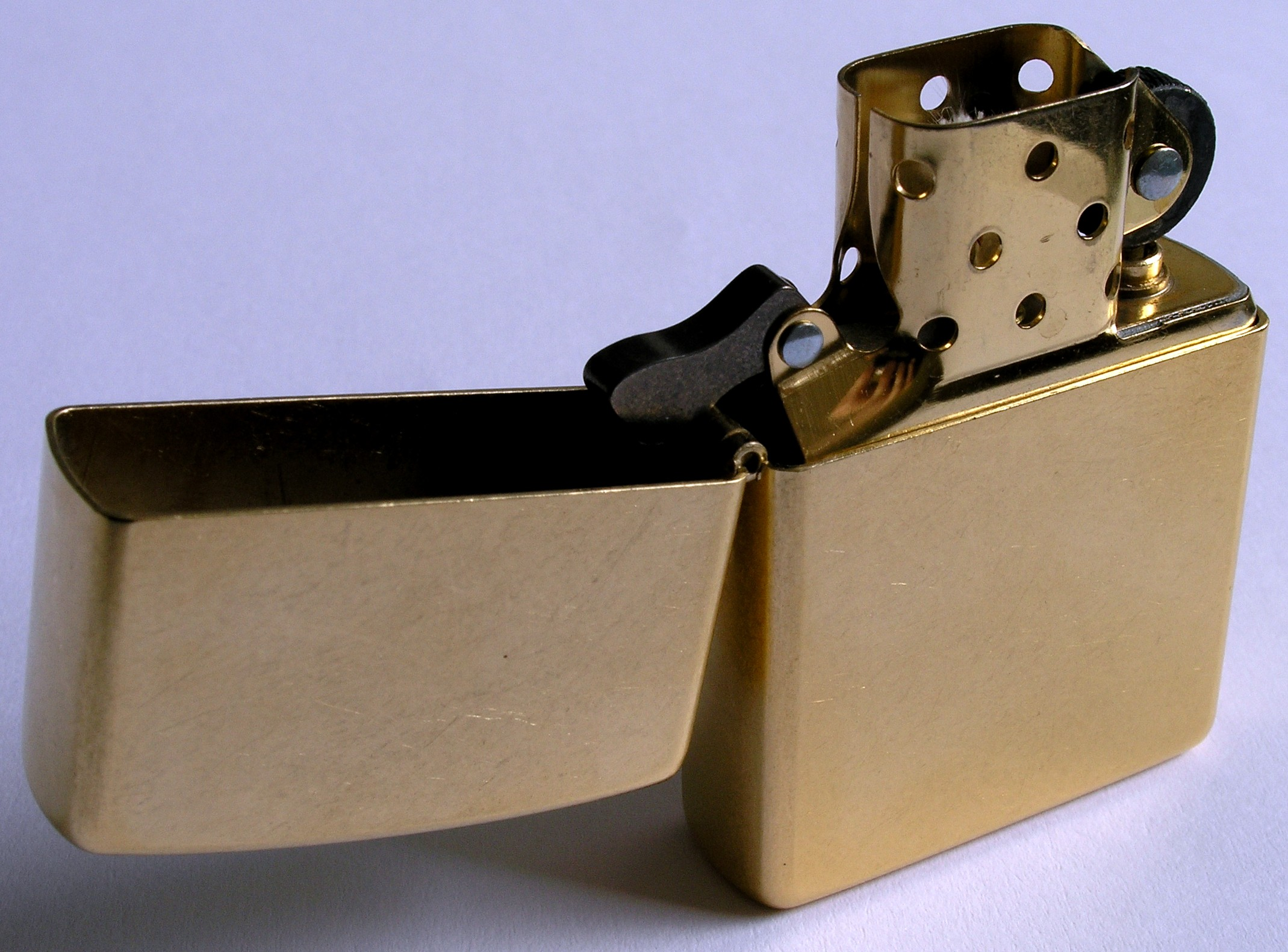 File:Zippo-Lighter Gold-Dust w brass-insert.jpg - Wikimedia Commons