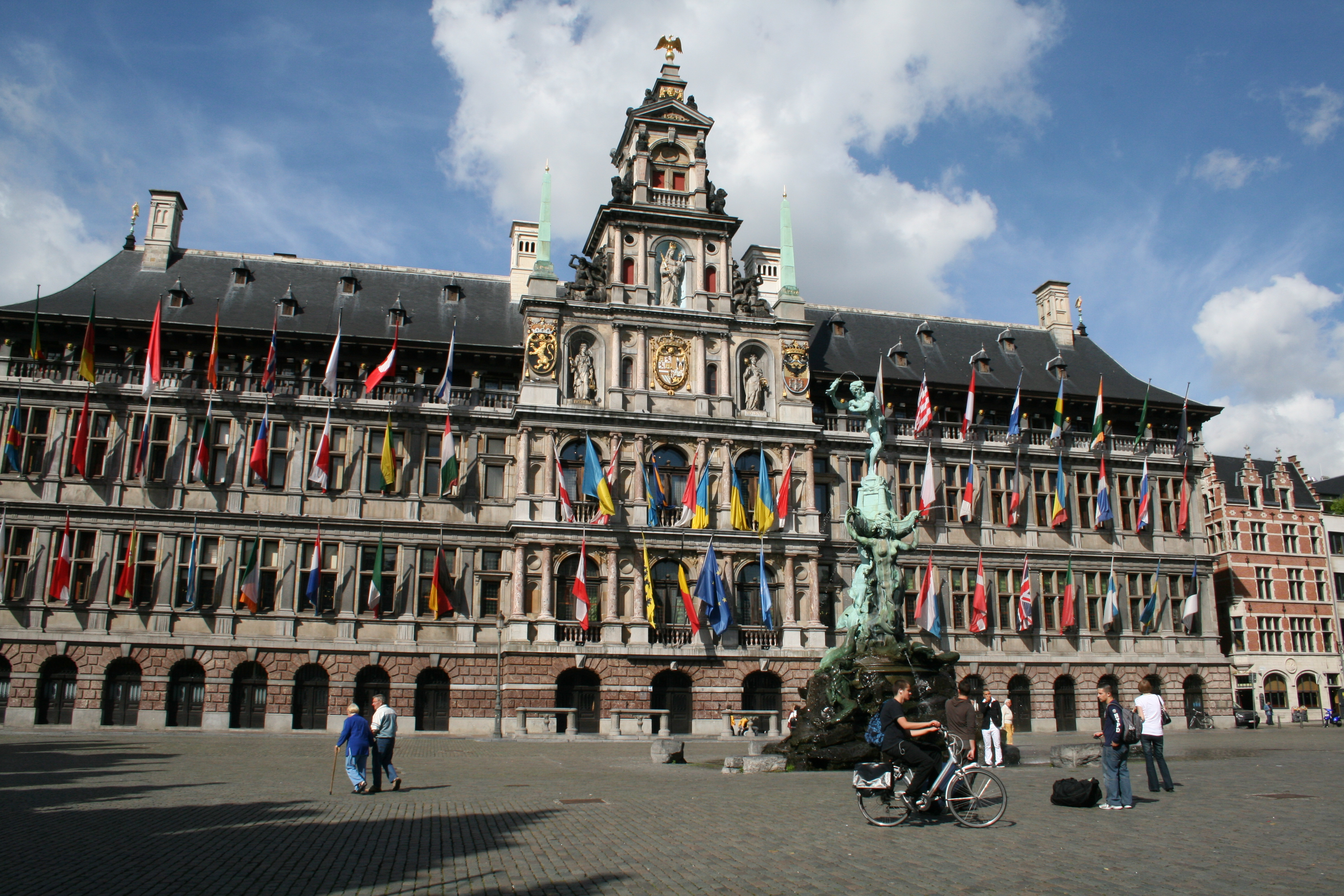 File:0 Antwerp town hall (2).balance of antwerp town