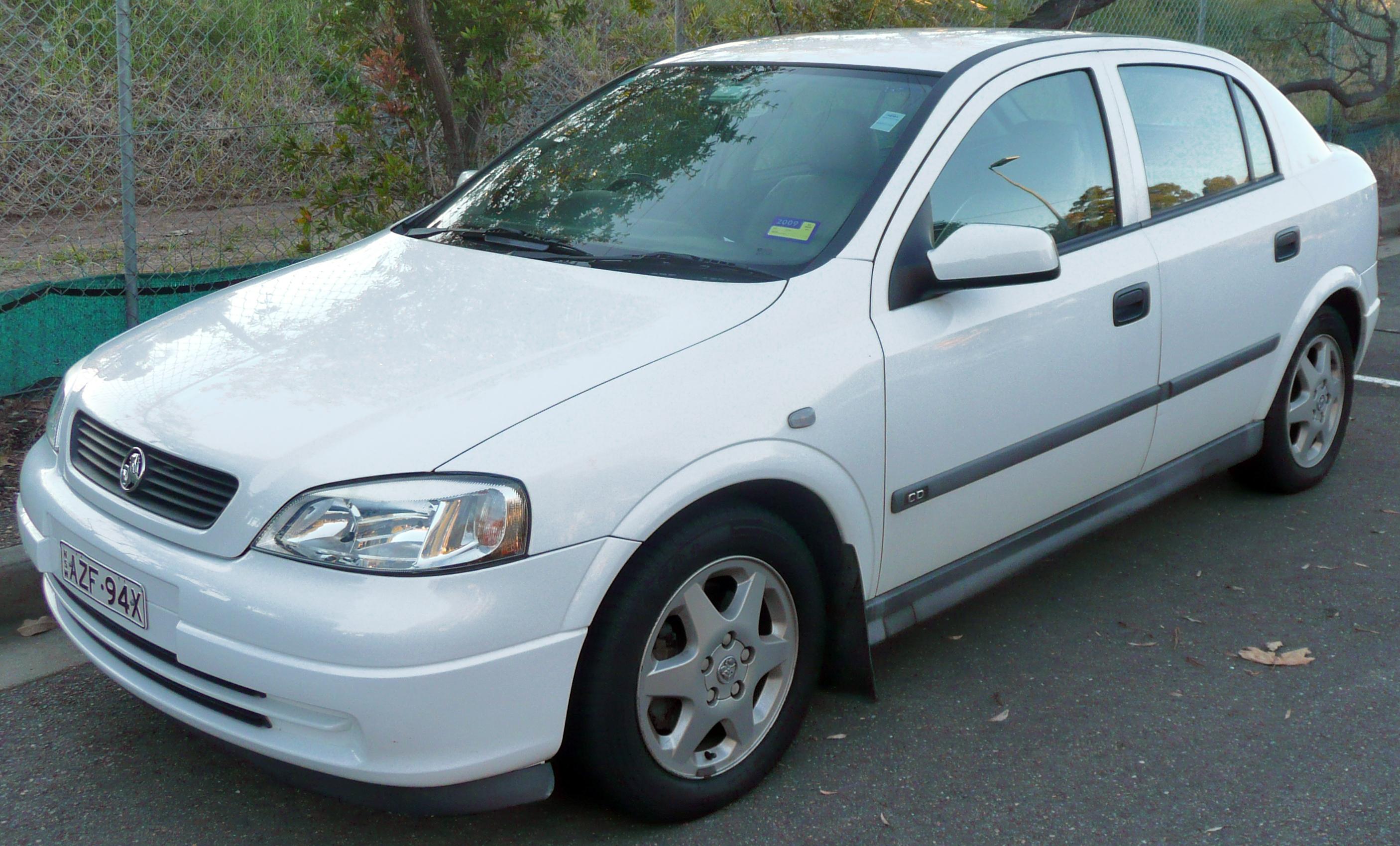 File:1999-2001 Holden Astra (TS) CD 5-door hatchback (2009-06-06) 02