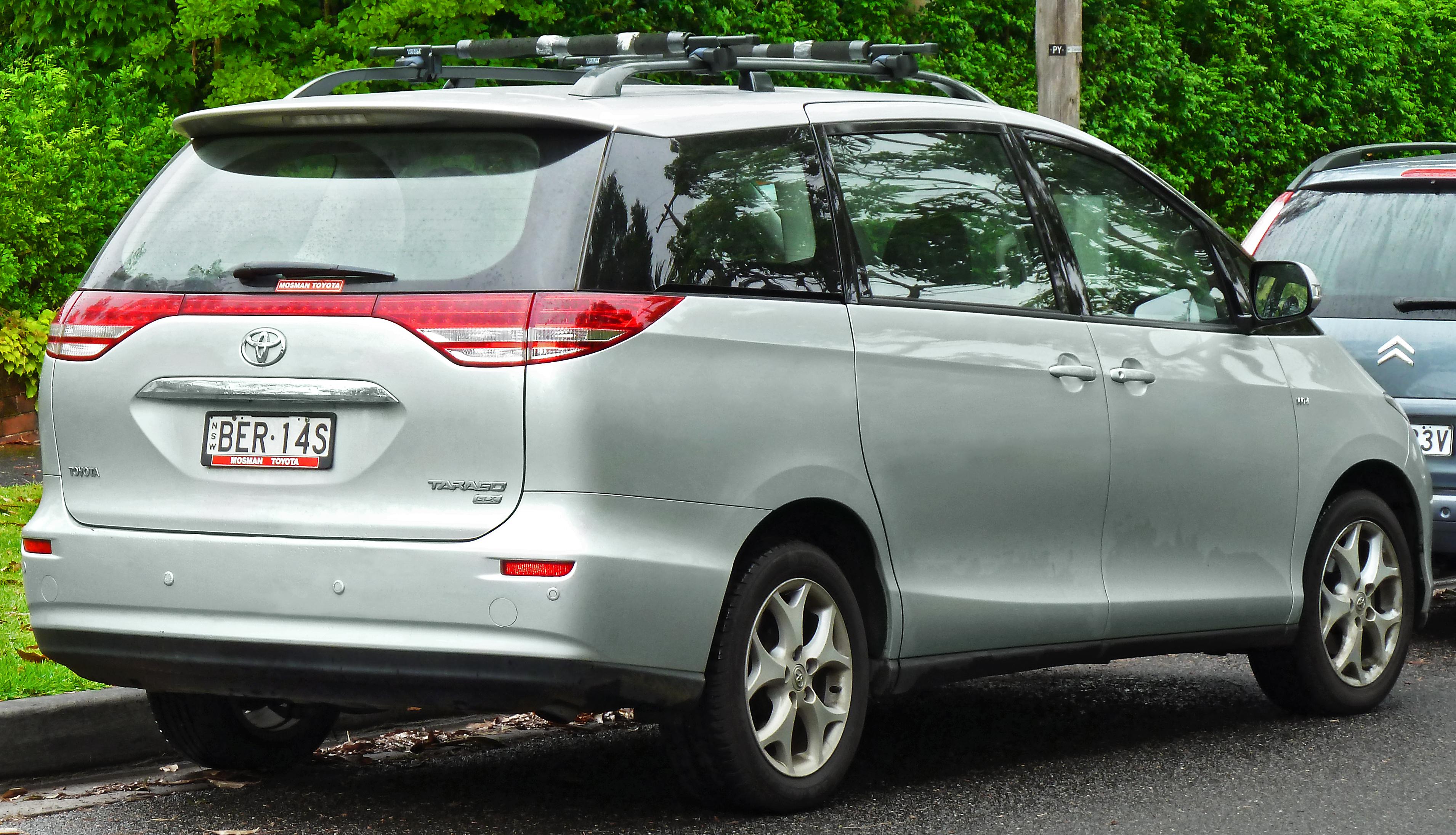 Toyota Tarago photos