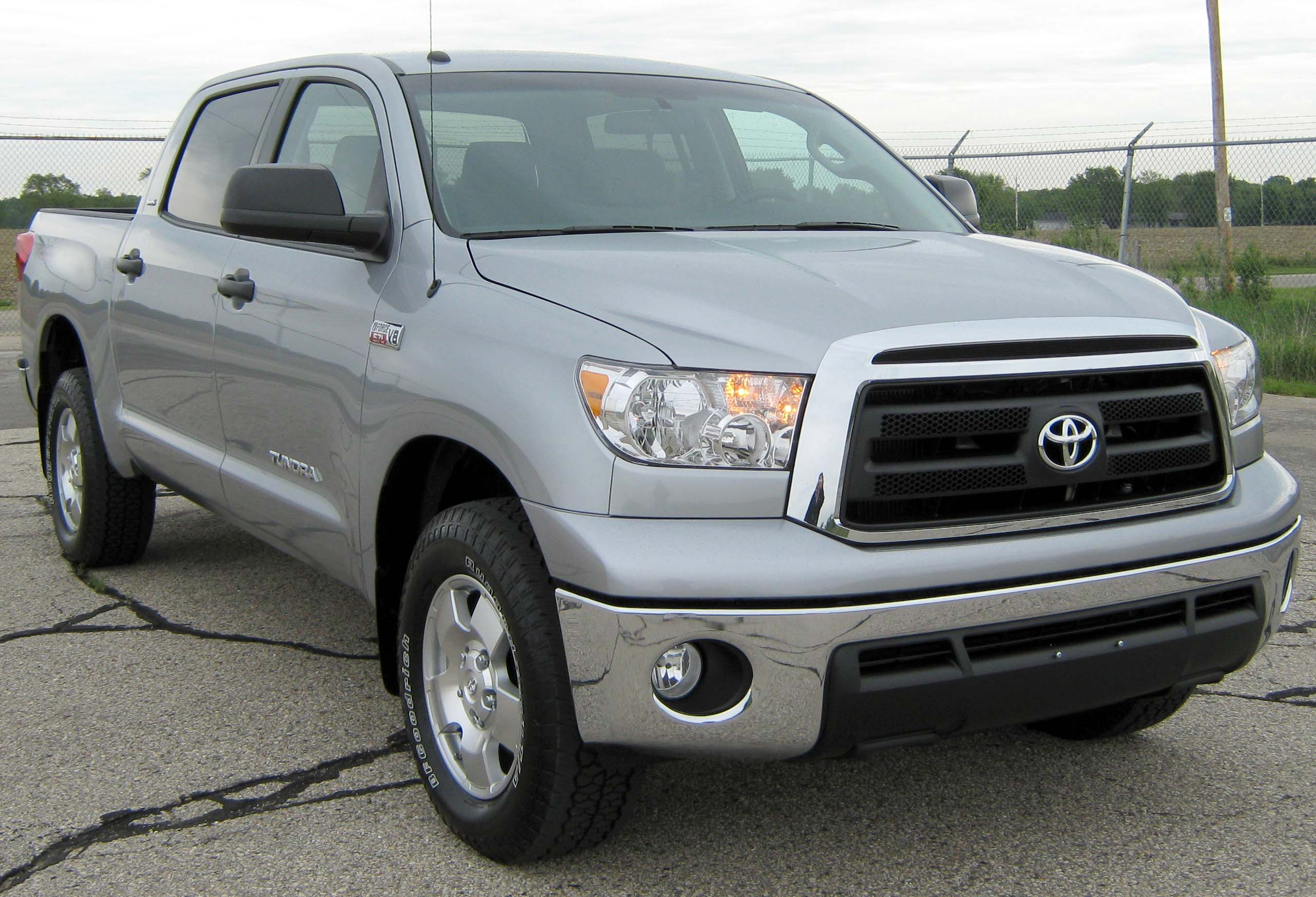 File:2010 Toyota Tundra CrewMax -- NHTSA.jpg - Wikimedia Commons
