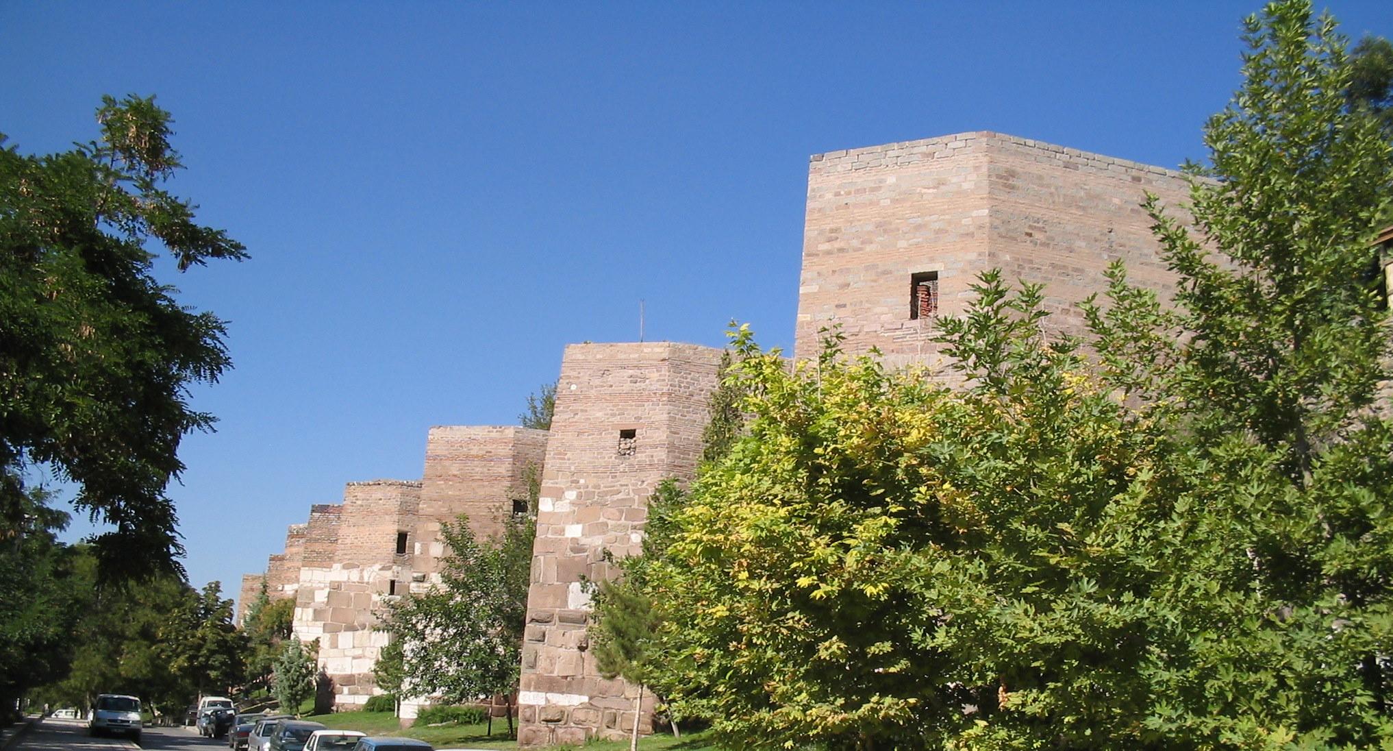 File:Ankara Castle walls.JPG - Wikimedia Commons