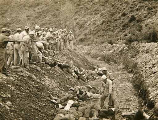 [Cloaca capitalista ]Campos de concentracion politicos en Korea del Norte . Bodo_League_massacre_mass_grave_US_ARMY_1950