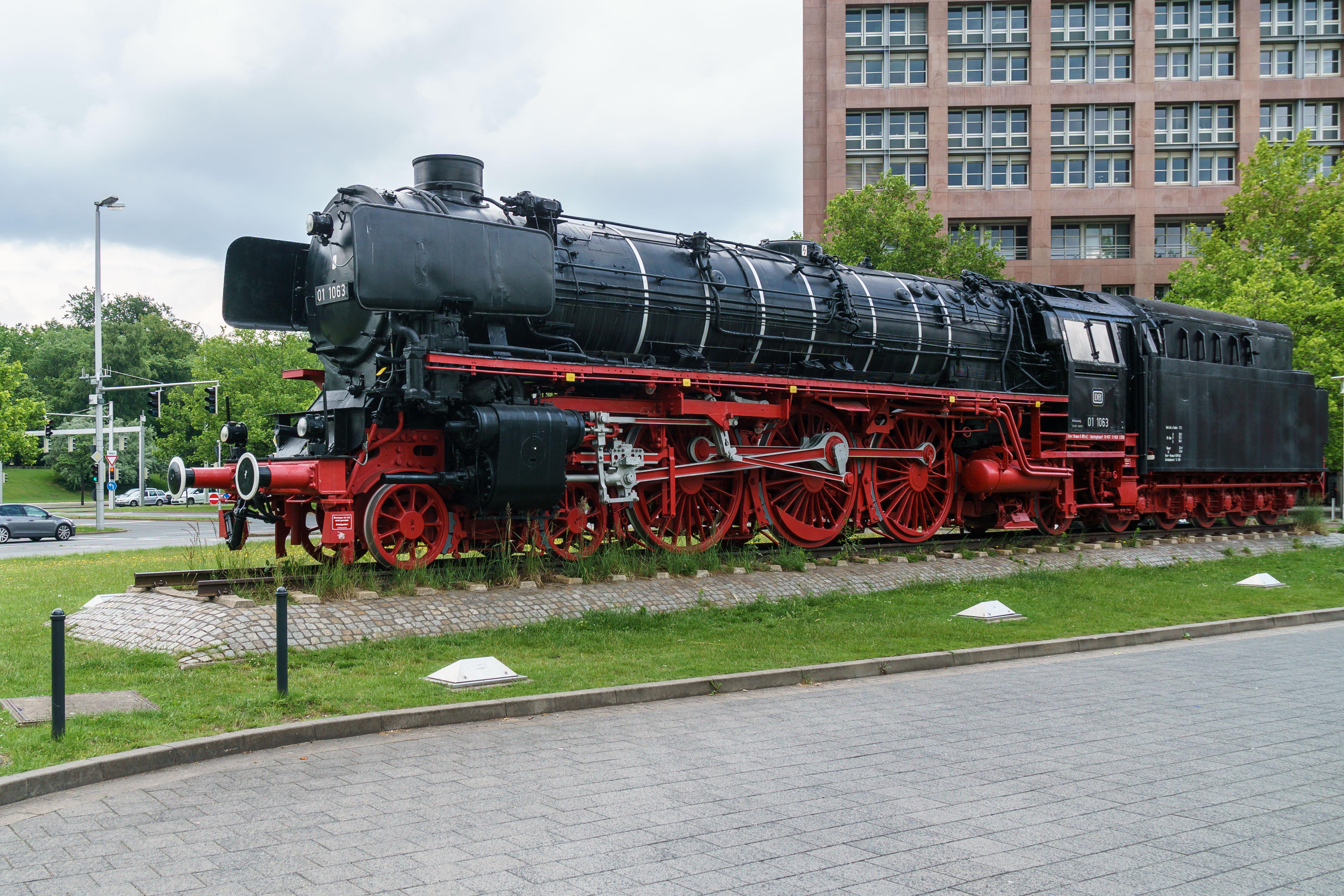 File:Braunschweig Hbf Dampflok 01 1063-03.jpg