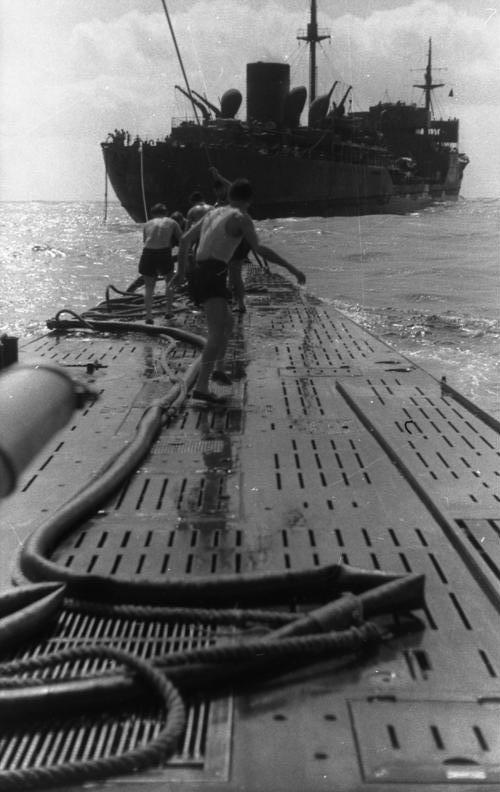 Versorgung eines deutschen U-Boots im Südatlantik 1941