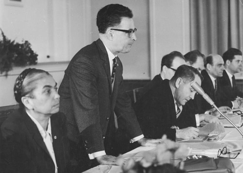 Datei:Bundesarchiv Bild 183-A1206-0011-001, Berlin, Pressekonferenz, Benjamin, Streit, Toeplitz.jpg